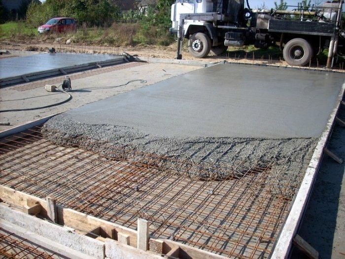 поверхность дорожной плиты