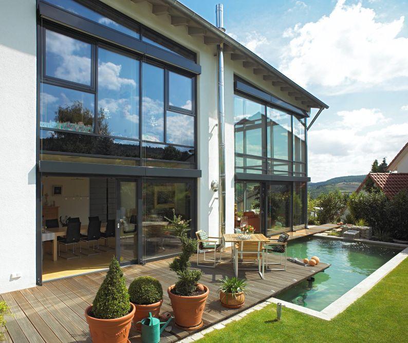 Дом с витражными окнами и террасой